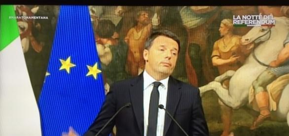 Matteo Renzi chiede le dimissioni.