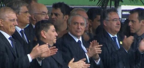 Michel Temer mudou de decisão e foi ao velório dos atletas da Chapecoense