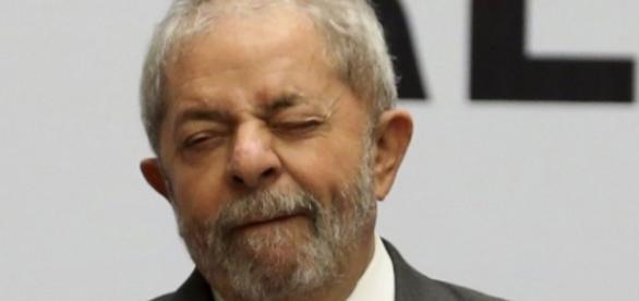 Presidente nacional do PT revela que Lula é candidato à presidência em 2018