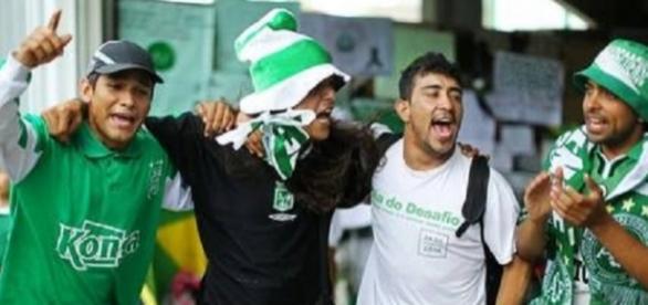 Torcedores vieram ao Brasil prestar homenagem à Chape (Foto: Heuler Andrey/Estadão)