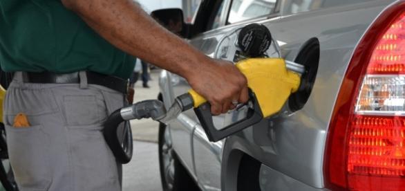 Consumidor ainda não sente redução do preço do gasolina