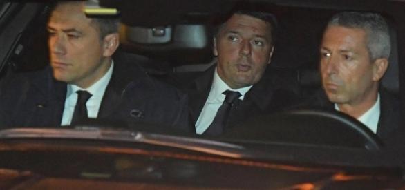 "Mattarella a Renzi: ""Dimissioni congelate"""