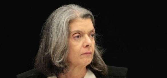Ministra Cármen Lúcia discursa em um evento do TSE