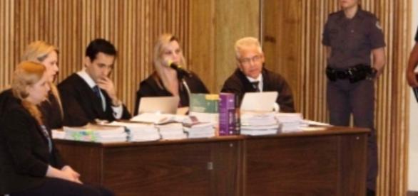 Promotor chama advogada de Elize Matsunaga de 'chata'