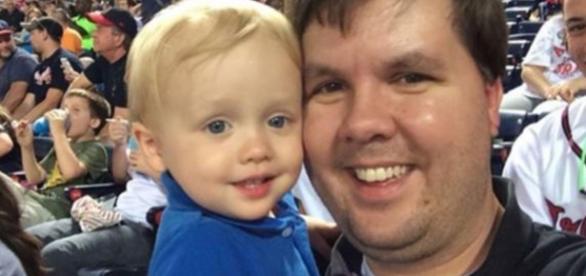 Justin Ross Harris și fiul său Cooper - Foto credit: Change.Org