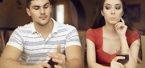 Lista com situações que os homens escondem de suas parceiras.