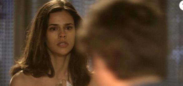 Aline levará surra do pai, após ele encontrá-la seminua na garagem