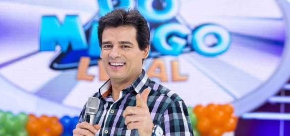 """Celso Portiolli no comando do """"Domingo Legal"""" (Foto: Divulgação)"""