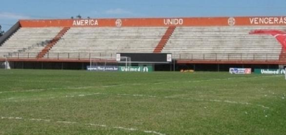 Giulite Coutinho, em Édson Passos, no Grande Rio: palco de Fluminense e Inter do próximo domingo pelo encerramento do Brasileirão (Foto: Arquivo)