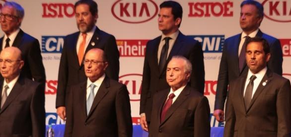 Michel Temer é eleito pela revisto 'IstoÉ' como 'Brasileiro do Ano de 2016'.