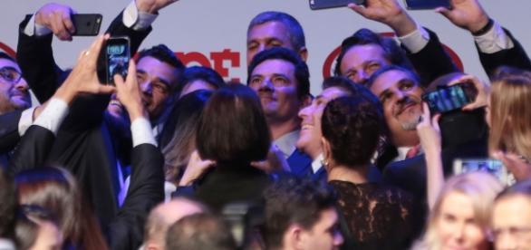 Sérgio Moro tirou diversas fotos com presentes na premiação