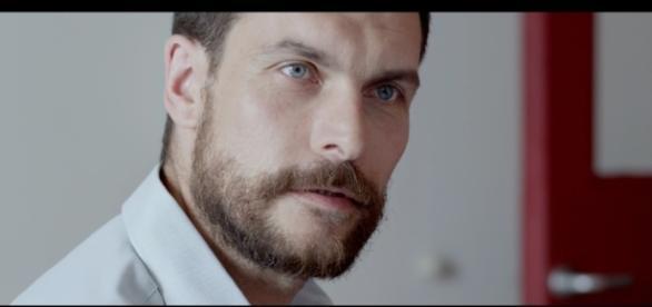 Christophe Paou Belle gueule mais prudence, monsieur cherche sa drogue - unifrance.org