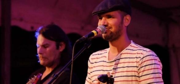 Le chanteur Romain Lateltin râle avec le sourire et chante la vie de tous les jours - sudouest.fr