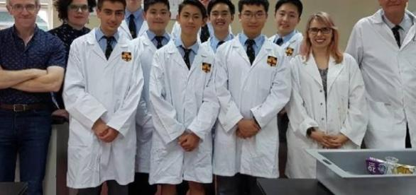 Estudantes australianos de apenas 17 anos conseguiram desenvolver no laboratório da escola 3,7 gramas do princípio ativo do medicamento Daraprim