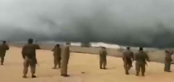 Israelenses se impressionam com nuvem estacionada na divisa da Síria (Israel News Online)