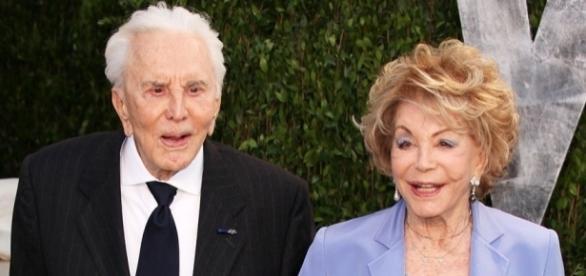 Kirk Douglas e sua segunda esposa, Anne Buydens, de 97 anos