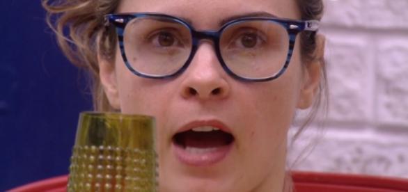 Ana Paula discute com televisão