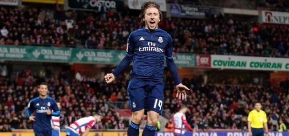 Luka Modric celebrando su golazo.