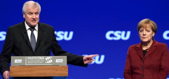Seehofer i Angela Merkel (APA/AFP/CHRISTOF STACHE)