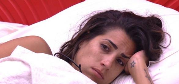 Juliana quer desistir do BBB16 após volta de Ana