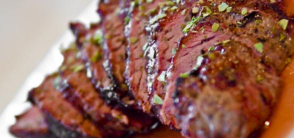 Proteínas devem ser consumidas sem carboidratos