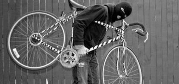 Român bătut de trei italieni pentru o bicicletă