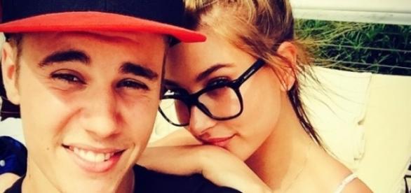 Apesar de amizade colorida, Justin está apaixonado