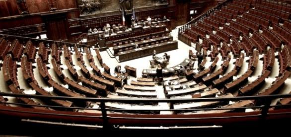Immagine del Parlamento italiano vuoto