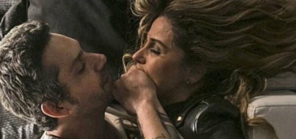 Romero e Atena em cena apaixonante