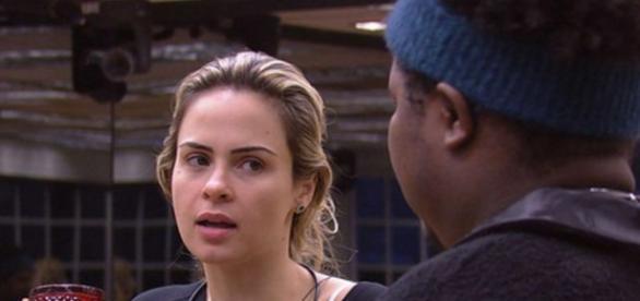 Ana Paula discute feio com Ronan