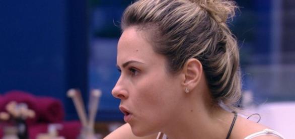 Ana Paula pensa em sair do BBB16
