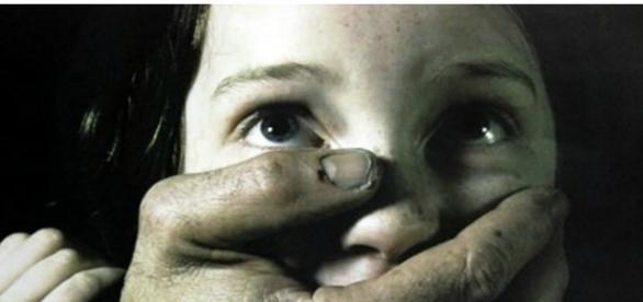 Criança foi maltratada por uma família romena