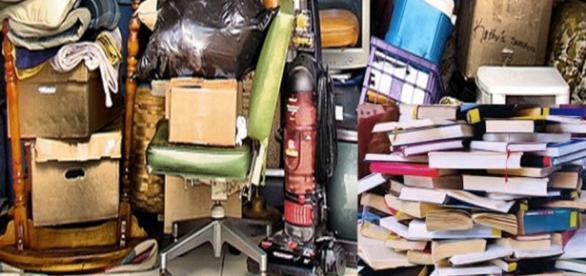 Objetos acumulados e empilhados, sintoma da doença