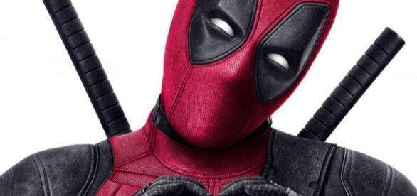 Deadpool en su traje rojo y negro
