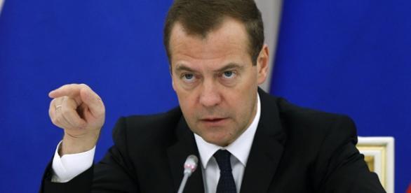 Dmitry Medvedev rebateu ameaça de John Kerry