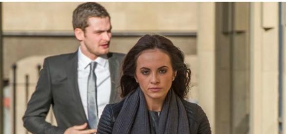 Namorada tem apoiado Adam Johnson no tribunal