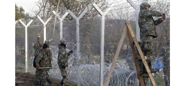 Soldados en la frontera de Macedonia con Grecia