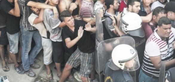 Imigranţii din Grecia evacuaţi de poliţie