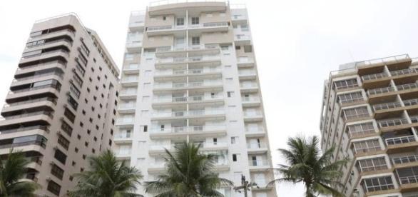 O apartamento, de 200 metros quadrados, no Guarujá