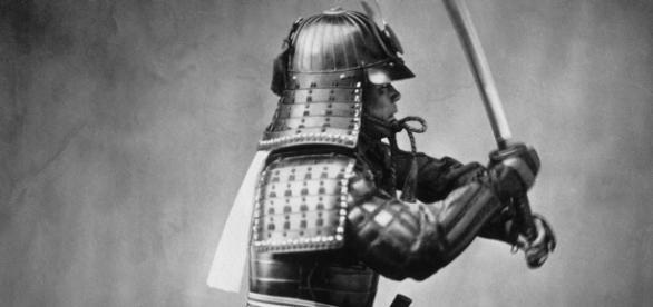 Personaje de samurai con su espada.