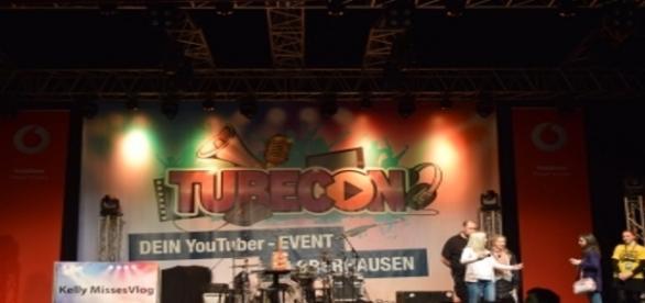 Die Bühne im Bereich Entertainment.