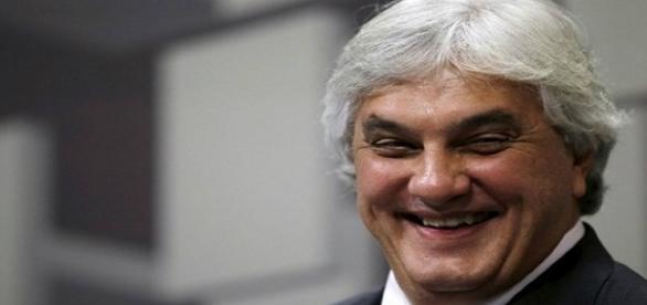 Ministro do STF decide Delcidio do Amaral