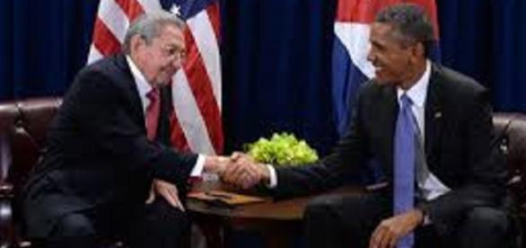 Obama e Raul Castro a margine di un incontro