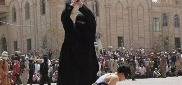 EI costuma decapitar ou crucificar às suas vitimas