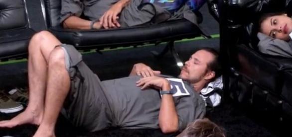 Tamiel dorme durante prova (Divulgação/Globo)