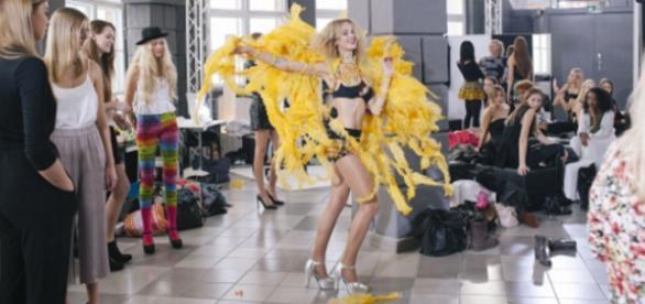 Auffallen um jeden Preis: Kandidatin im Samba-Look
