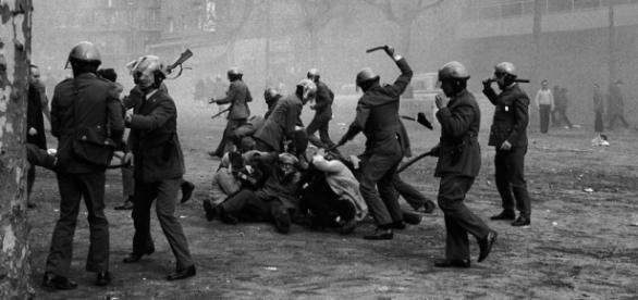 La famosa foto-denuncia de Manel Armengol en 1976.