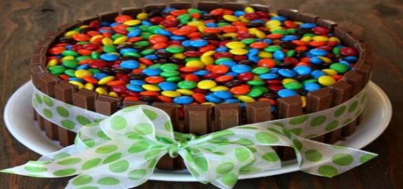 Ricetta della torta Kit Kat e M&M's