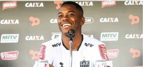 Robinho supera marca de Ronaldinho Gaúcho