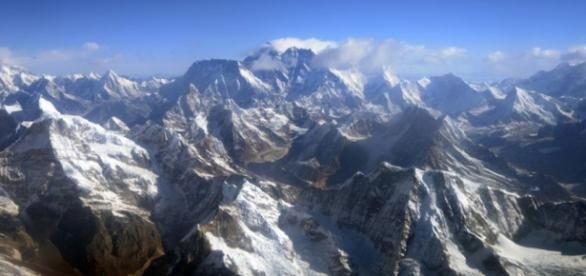Himalaias, região difícil para a aviação.